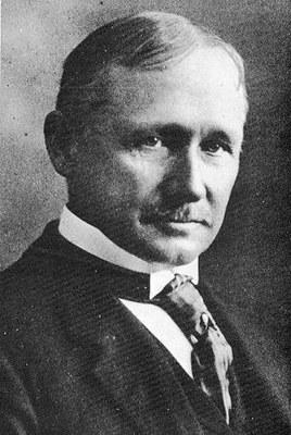 Frederick Winslow Taylor (1856–1915), Schwarz-weiß-Photographie, undatiert, unbekannter Photograph; Bildquelle: Wikimedia Commons, http://commons.wikimedia.org/wiki/File:Frederick_Winslow_Taylor_crop.jpg.