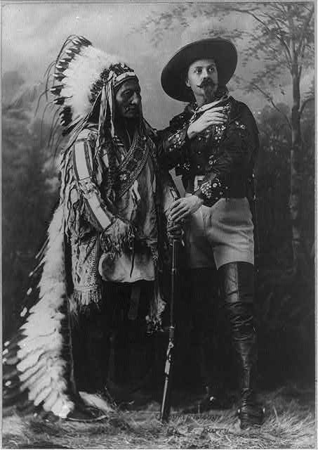 Sitting Bull (c. 1831–1890) and Buffalo Bịll (real name: William Frederick Cody, 1846–1917), black-and-white-photograph, Canada, 1885, photograph taken by William Notman studios, Montreal; source: Library of Congress, Prints and Photographs Division Washington, http://hdl.loc.gov/loc.pnp/cph.3a22279.