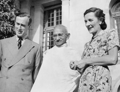 Vizekönig von Indien: Lord und Lady Mountbatten mit Mahatma Gandhi, 1947