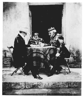 Roger Fenton (1819–1869), A morning conference for the allied commanders Lord Raglan, Omar Pasha and Marshal Pelissier, Kollodium-Fotografie, 1855; Bildquelle: Imperial War Museum,  www.iwm.org.uk/collections/item/object/205022053.