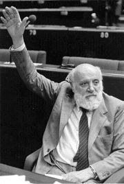 Altiero Spinelli (1907–1986) im Europäischen Parlament, Schwarz-weiß-Photographie, undatiert, Photograph unbekannt; Bildquelle: http://it.wikipedia.org/wiki/File:Altiero_Spinelli.gif, Creative Commons Attribution ShareAlike 3.0 Germany.