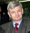Joschka Fischer (*1948), Farbphotographie, 29. April 2002, unbekannter Photograph (Bildausschnitt); Bildquelle: US State Department, online: http://commons.wikimedia.org/wiki/File:Joschka_Fischer_2002.jpeg?uselang=de, Creative Commons Attribution ShareAlike 3.0 Germany.