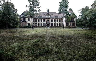 Außenansicht der ehemaligen Lungenheilanstalt Beelitz IMG