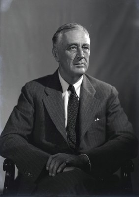 Leon A. Perskie: Original black & white transparency of Franklin D. Roosevelt (1882–1945) taken at 1944 Official Campaign Portrait session by Leon A. Perskie, Hyde Park, New York, August 21, 1944. Gift of Beatrice Perskie Foxman and Dr. Stanley B. Foxman. August 21, 1944. Source: FDR Presidential Library & Museum via Wikimedia Commons, http://commons.wikimedia.org/wiki/File:1944_portrait_of_FDR_%281%29.jpg. Creative Commons Attribution 2.0 Generic.