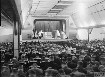 William Temple (1881–1944) leitet einen Gottesdienst, 1942