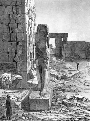 Vue d'un colosse placé á l'entrée de la salle hypostyle du palais, in: Description de l'Égypte, Antiquités, vol. III, pl. 20 (Description de l'Égypte, Köln u.a. 2007, S. 299)