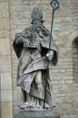 Denkmal des heiligen Bonifatius vor dem Mainzer Dom IMG