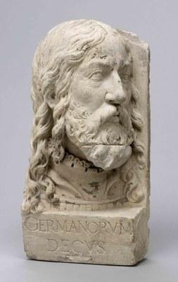 """Büste Albrecht Dürers (1471–1528), Sandstein, Inschrift: """"Germanorum Decus"""" (Zierde der Deutschen), nach 1550, (AV.5920.1-2); unbekannter Künstler; Bildquelle: Collections Museum Vleeshuis, Antwerpen. http://www.antwerpen.be/eCache/ABE/38/991.Y29udGV4dD04MDM0MDQ4.html"""