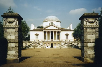 Chiswick House, Farbphotographie, 2002, Photograph: Patche99z; Bildquelle: Wikimedia Commons, http://commons.wikimedia.org/wiki/File:Chiswick_House_136p.jpg   Creative Commons Attribution-Share Alike 3.0 Unported
