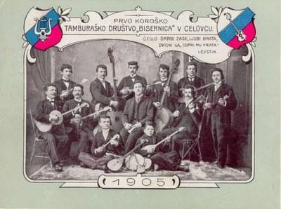"""Erster Kärntner Tamburizza-Verein """"Bisernica"""" in Klagenfurt, Schwarz-weiß-Photographie, 1905, Bildquelle: Slowenische Digitale Bibliothek, http://www.dlib.si/?URN=URN:NBN:SI:img-BQTJ19SJ."""