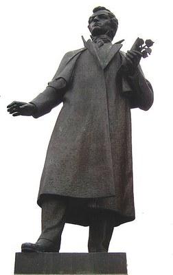 Statue des slowakischen Dichters Ján Kollár (1793–1852) in Mošovce, undatierte Farbphotographie, Photograph: PeterRet; Bildquelle: Wikimedia Commons, http://commons.wikimedia.org/wiki/File:Socha.jpg?uselang=de.