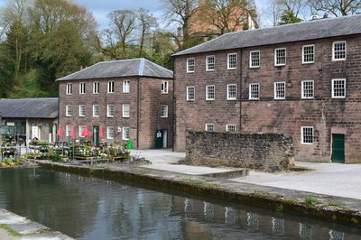 Cromford Mills, Farbphotographie, 2014, Photograph: David Martin; Bildquelle: http://www.geograph.org.uk, http://www.geograph.org.uk/photo/3922797, © Copyright David Martin, Creative Commons  Attribution-ShareAlike 2.0 Generic, http://creativecommons.org/licenses/by-sa/2.0/.