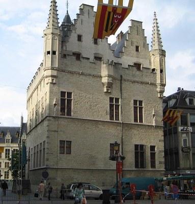 Schepenhuis van Mechelen, Farbphotographie, 2007, Photograph: BrianKgs; Bildquelle: Wikimedia Commons, http://commons.wikimedia.org/wiki/File:Schepenhuis_Mechelen.jpg, CC-BY-SA 3.0 EN, http://creativecommons.org/licenses/by-sa/3.0/deed.en.