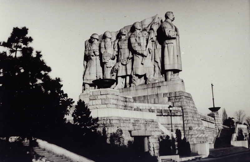 Stalin-Denkmal in Prag, schwarz-weiß Photographie, CSSR, ohne Datum (zwischen 1955 und 1962), Photograph: Miroslav Vopata; Bildquelle: wikimedia commons, http://commons.wikimedia.org/wiki/File:Letna_stalin_sousosi.jpg This file is licensed under the Creative Commons Attribution ShareAlike 3.0