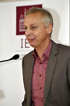 Prof Dr Helmuth Trischler