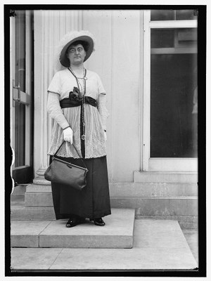 Rosika Schwimmer (1877–1948), black-and-white photograph, 1914, unknown photographer, Harris & Ewing, Inc.; source: Library of Congress, Harris & Ewing Collection, http://hdl.loc.gov/loc.pnp/hec.04641.