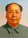 Portrait von Mao Zedong (1893-1976) am Tor des Himmlischen Friedens, unbekannter Künstler; Bildquelle: Wikimedia Commons: https://commons.wikimedia.org/wiki/File:Mao_Zedong_portrait.jpg. Creative Commons Attribution 2.0 Generic.